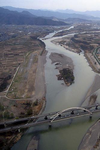 屋島橋上空から南に見た長野市滑空場